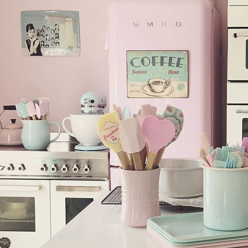princess-kitchen-bucatarie-roz-de-printesa