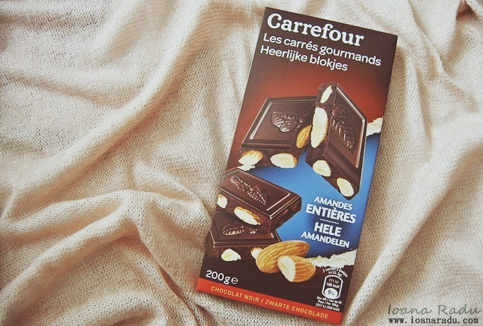 Ciocolata amaruie cu migdale intregi Carrefour 01