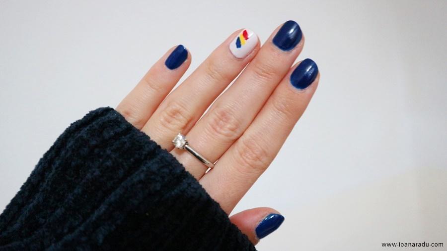manichiura cu tricolorul tarii