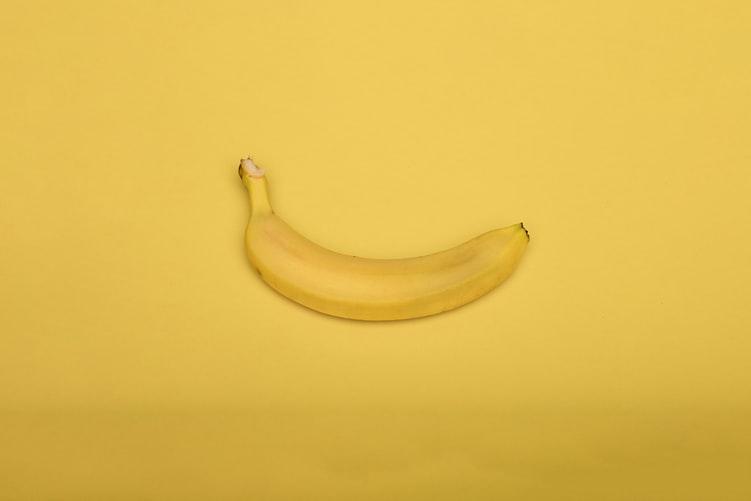 banana / alimente bune pentru stomac